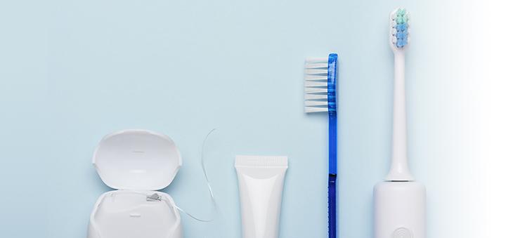 Zahnmythen elektrische Zahnbuerste versus manuelle Zahnseide und Co.