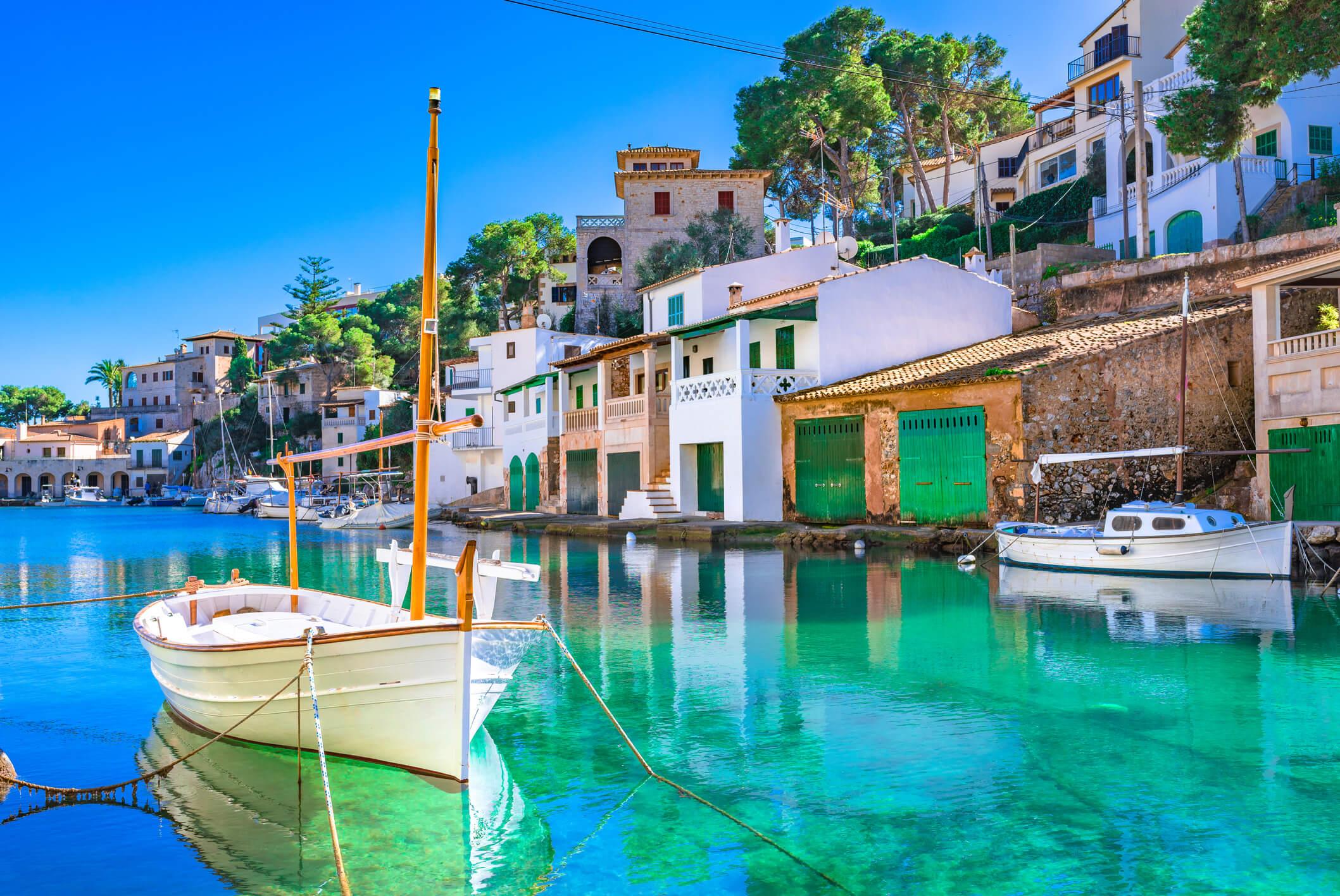 Fischerhafen auf Mallorca – das liebste Reiseziel der Deutschen.