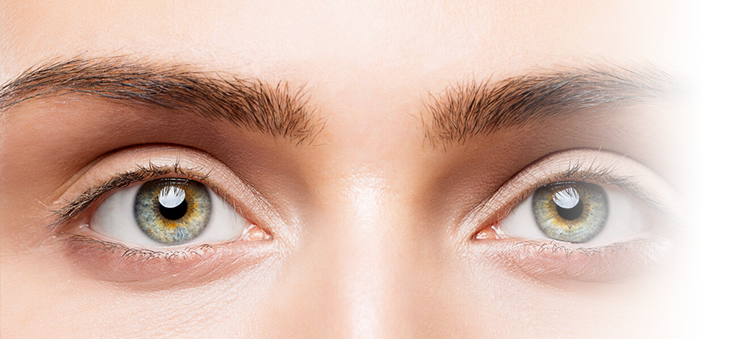 Nahaufnahme-Augen-junge-Frau