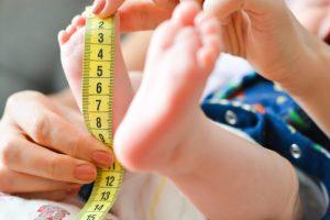 Baby Größe wird gemessen