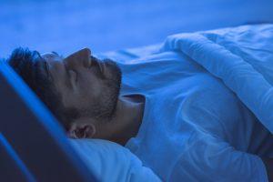 gesunder-schlaf-mann
