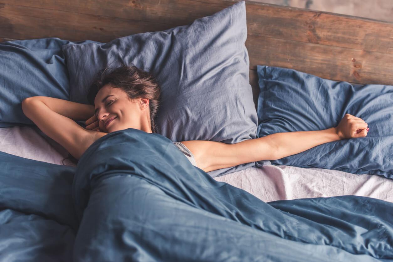 im-sommer-mit-decke-schlafen