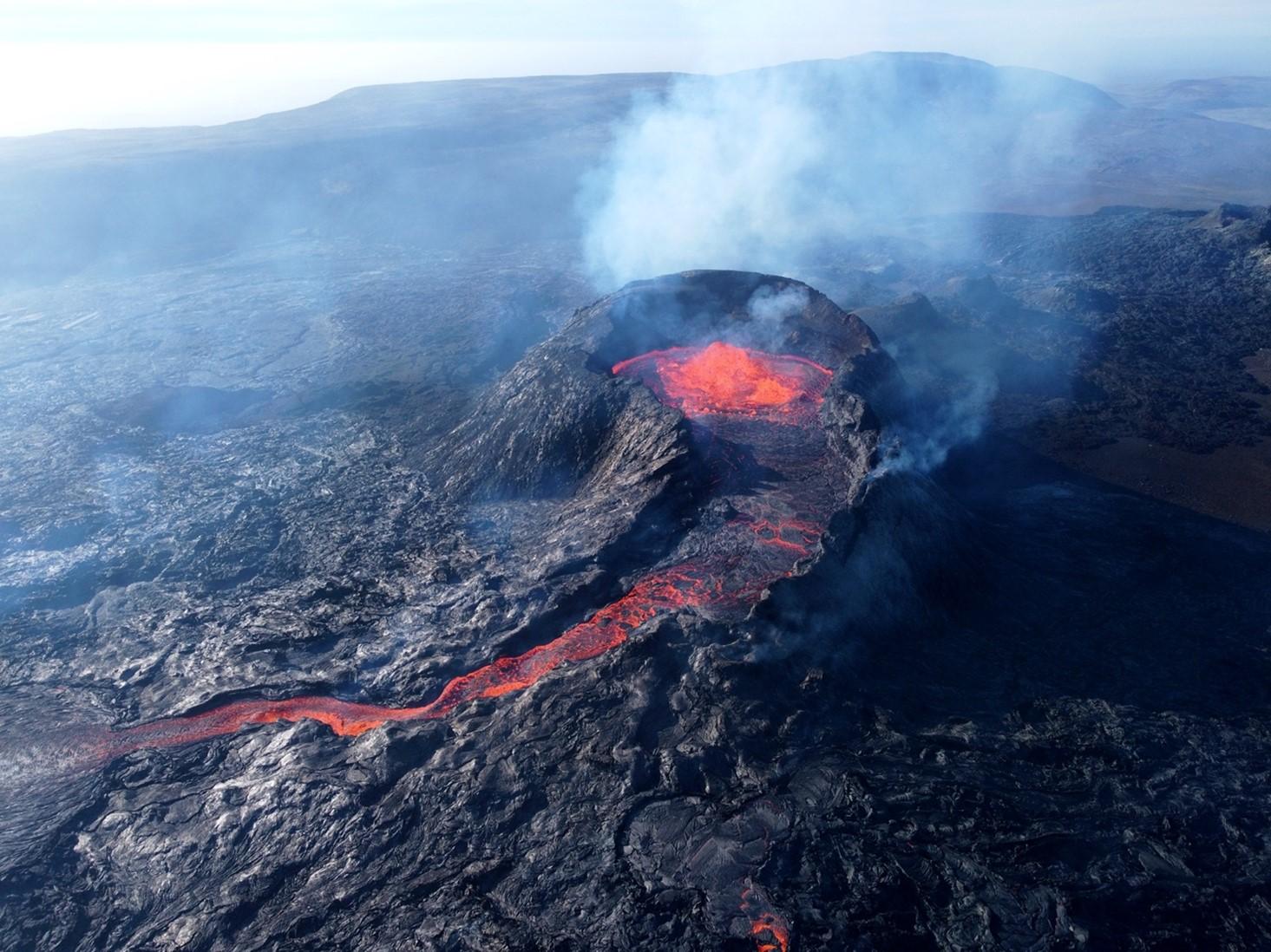 ausbrechender-vulkan-island